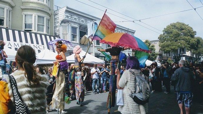 haight ashbury street fair performers in stilts